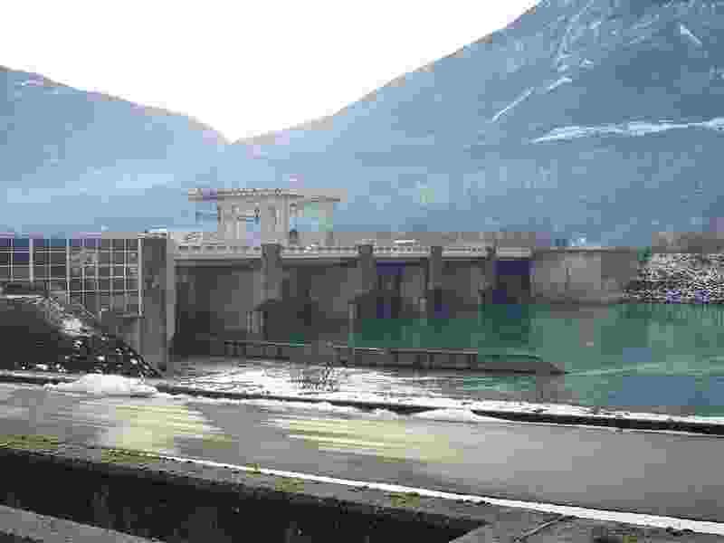 800px-pont_barrage_saint-egr%c3%a8ve